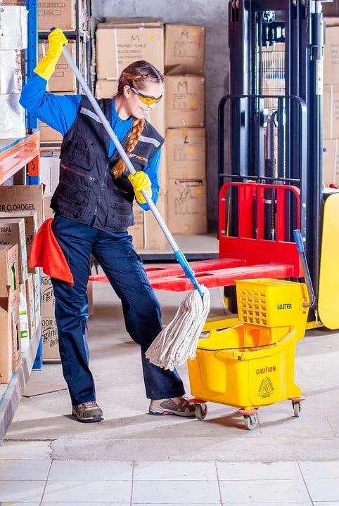 Gros plan sur le nettoyage industriel