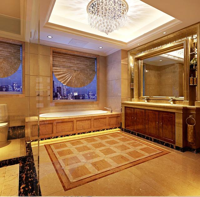 Du marbre dans une salle de bain: raisonnable ou pas?
