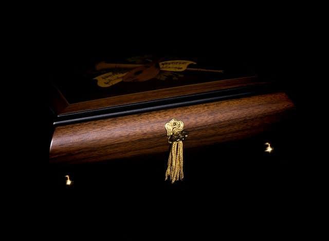 Découvrez le cercueil personnalisable
