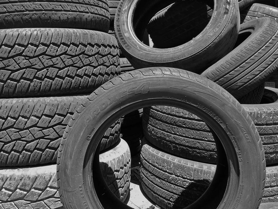 Conseils et astuces pour bien choisir ses pneus de voiture