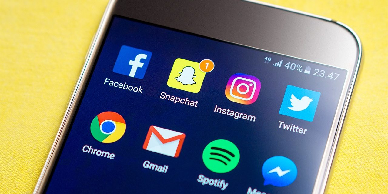 Que faire des réseaux sociaux d'un proche décédé ?